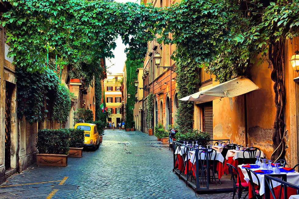 Living in Rome - street cafes