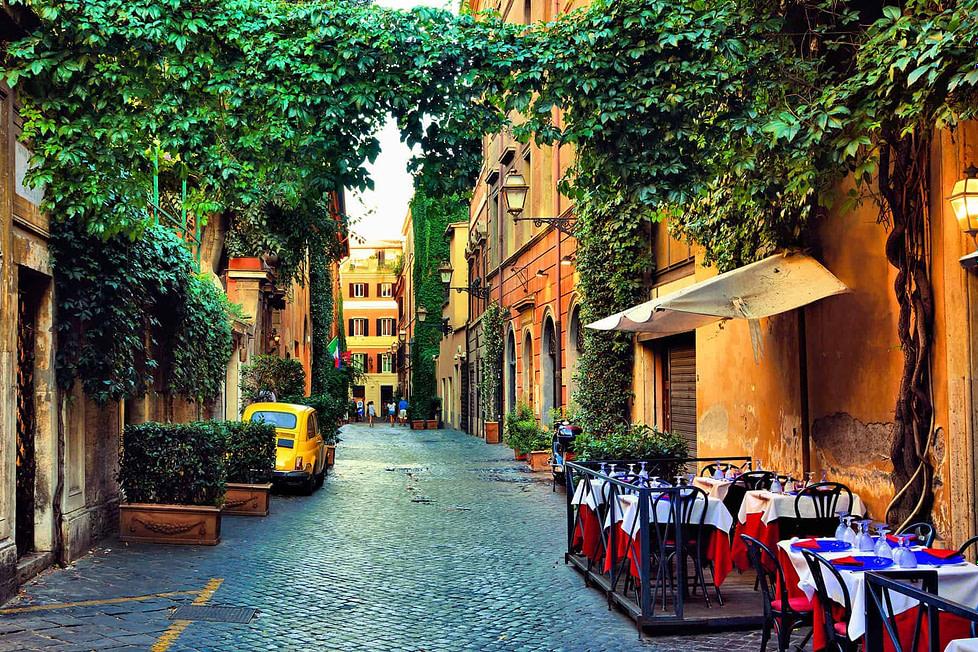 Living in Rome - street cafes